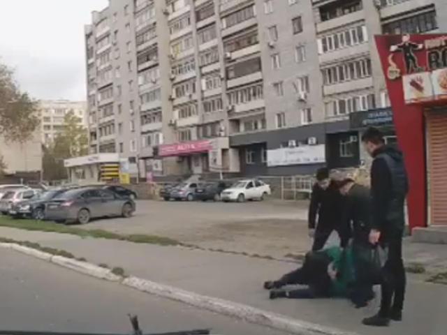 Очевидцы устроили самосуд над мотоциклистом, сбившем пешехода в Семее (видео)