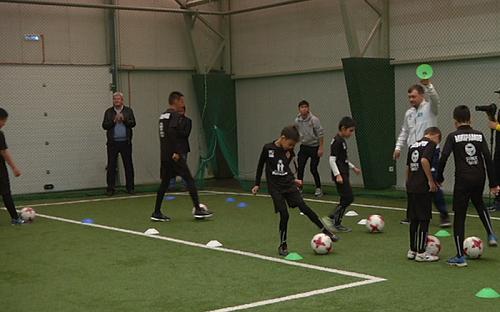Детей с аутизмом обучат игре в мяч футболисты «Кайрата»
