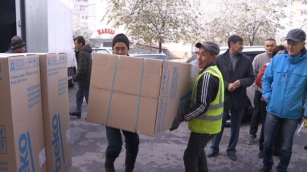 Пострадавшим жильцам отремонтированного после пожара дома в Кокжиеке сделали неожиданные подарки