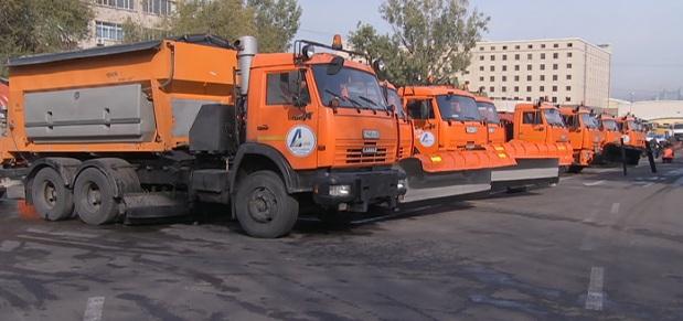 Коммунальщики Алматы пополнили количество снегоуборочной техники на предстоящую зиму