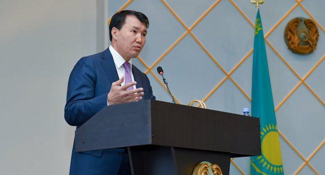 Глава АГДС Алик Шпекбаев призвал чиновников быть скромнее