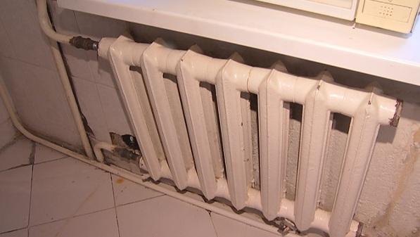 Жители Алматы жалуются на холодные батареи из-за нерасторопности КСК