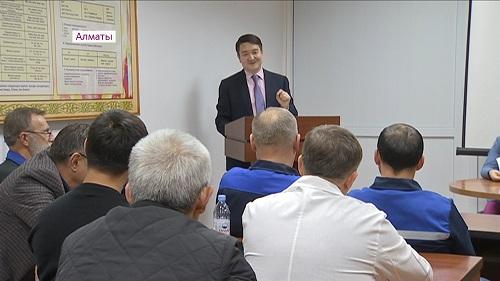 Депутаты и чиновники обсудили послание президента с медработниками Алматы