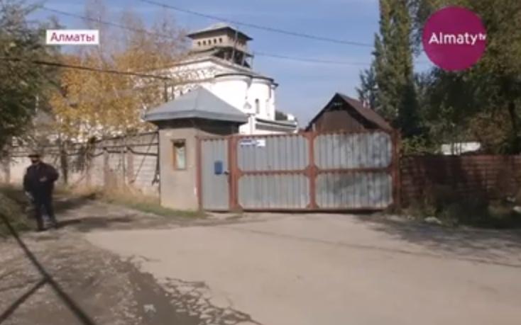 Не поделили дорогу к храму: в Алматы жители соседних с церковью домов спорят за земельный участок