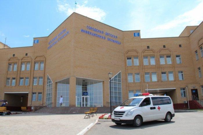 Астаналық дәрігерлер кәріз құдығына түсіп уланған сәбиді құтқарып қалды