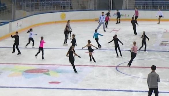 Алексей Ягудин в память о Денисе Тене провел в Алматы мастер-класс для юных фигуристов