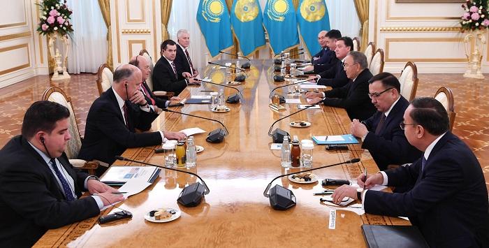 Нурсултан Назарбаев провел встречу с министром торговли США Уилбуром Россом