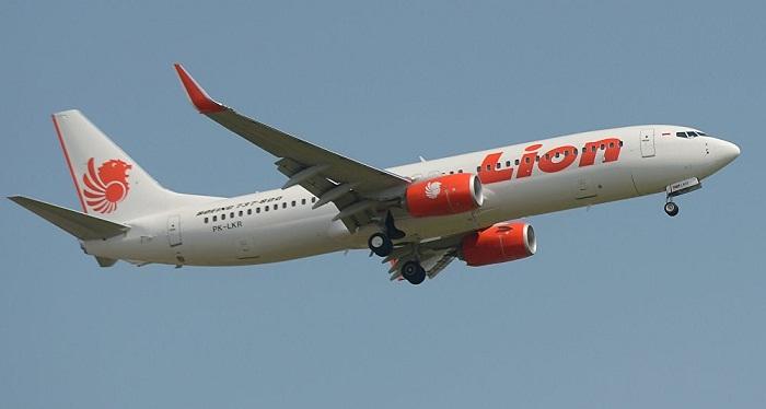 Пассажирский авиалайнер рухнул в море в Индонезии