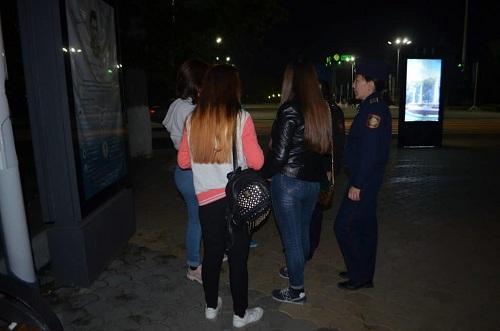Полиция Алматы: родители 122 подростков оштрафованы за ночные гуляния детей