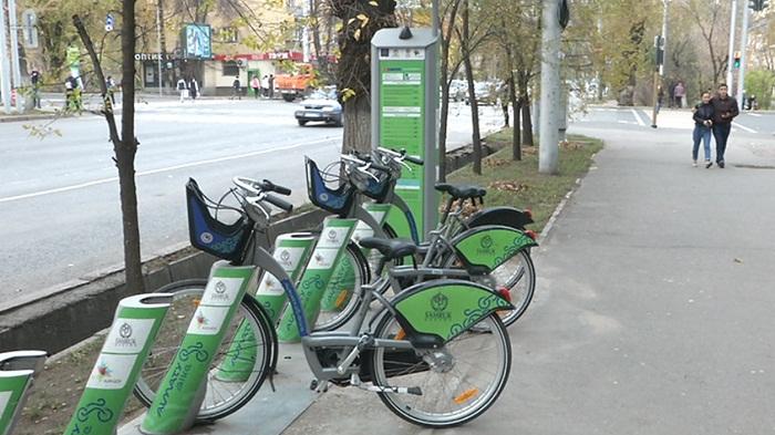 Прокатные велосипеды Алматы впервые «переобувают» в зимнюю резину