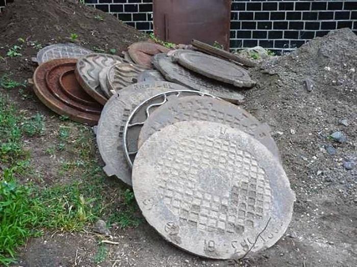 Полиция Алматы вычислила пункты приема краденых канализационных люков и решеток