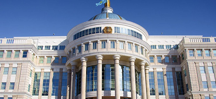 Название страны на латинице появилось на гербе Казахстана