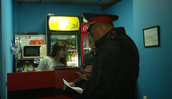 Ночные прогулки детей без родителей пресекли полицейские Алматы