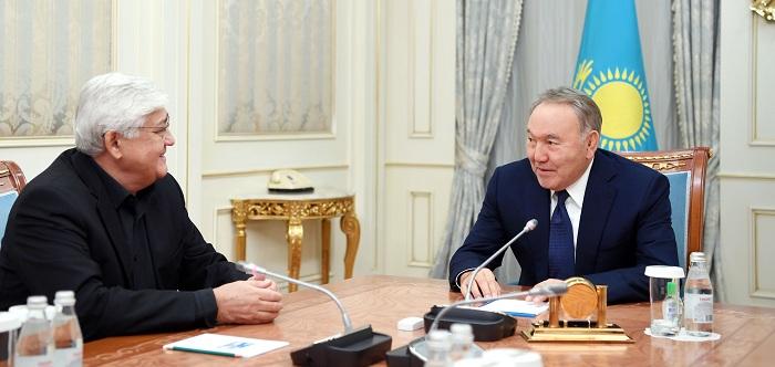 Нурсултан Назарбаев спел вместе в Алибеком Днишевым в Акорде