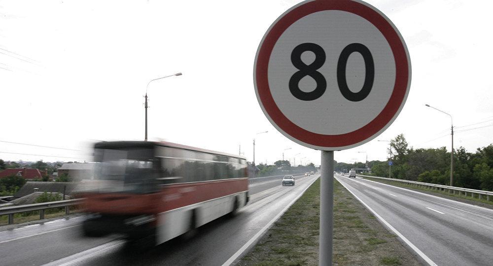 Пассажирский автобус обстреляли на юге Казахстана