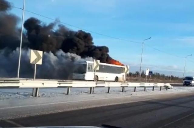 Пожарные потушили автобус в Павлодаре за 4 минуты
