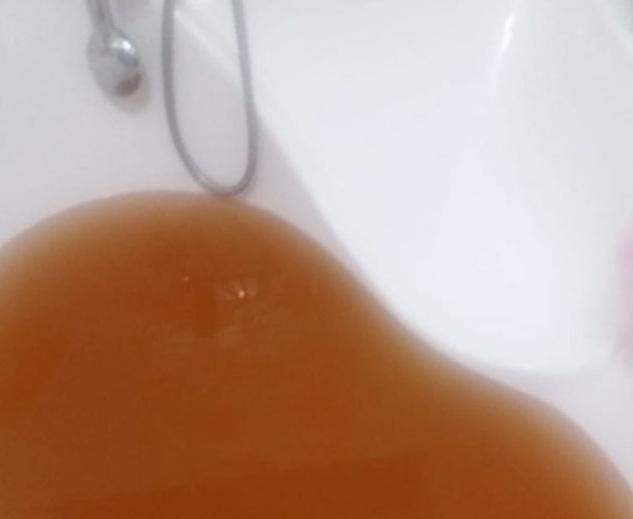 Вода коричневого цвета бежит из крана в домах жителей Костаная (видео)