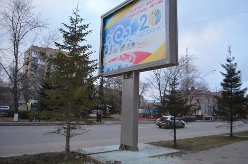 Злоумышленники портят остановки и билборды в Петропавловске