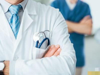 Главврач больницы и чиновник обратились за медпомощью после конфликта в Павлодаре