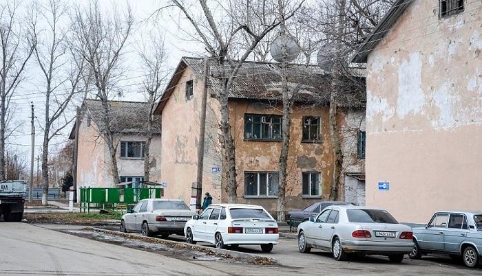 Сотни жителей Астаны не могут покинуть аварийные многоквартирные дома