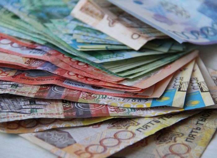 Налог для казахстанцев с маленькой зарплатой снизят с 1 января