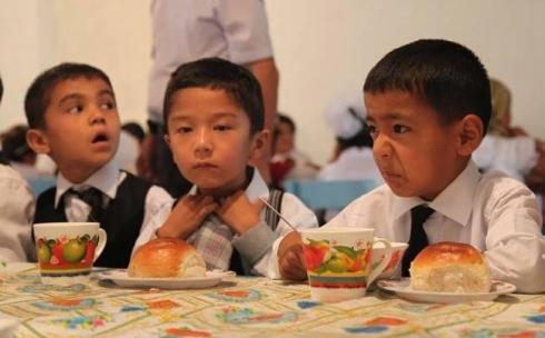 Лишь треть опрошенных карагандинцев доверяет школьным столовым