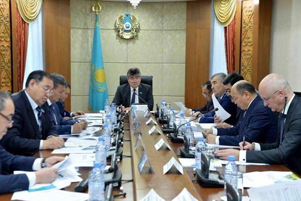 Вице-министр энергетики РК предложил отказаться от использования полиэтиленовых пакетов