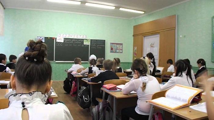 В школах Казахстана планируют раздавать контрацептивы