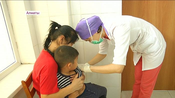Грядет сезонный пик заболеваемости корью в Казахстане (интервью)