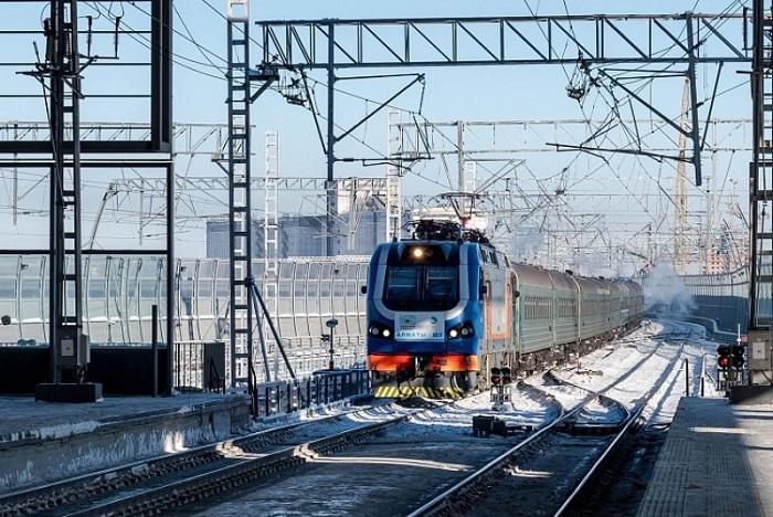 КТЖ в декабре запускает дополнительные поезда и вагоны