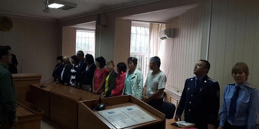 Покойников записали в присяжные: сотруднику акимата Карагандинской области объявлен выговор