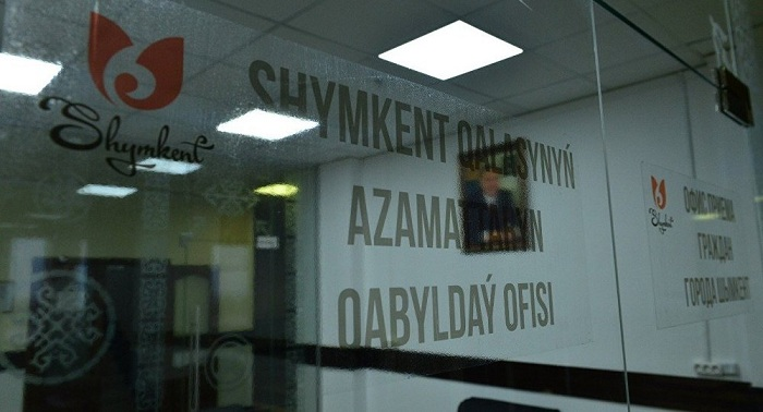 За стеклом: аким будет принимать шымкентцев в прозрачной комнате