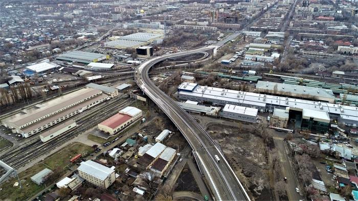 Север и юг Алматы соединили новой транспортной эстакадой