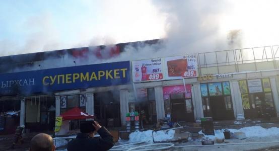 Семь бутиков с товаром сгорели в районе алматинской барахолки