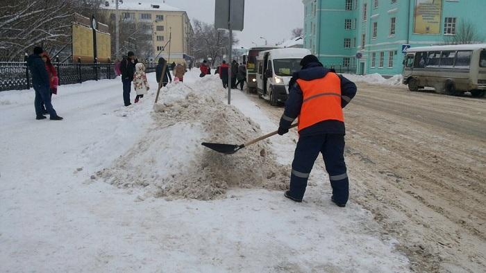 Бизнесменов в Уральске штрафуют за неубранный снег