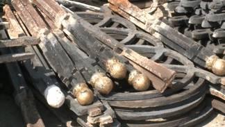 Полицейские Семея задержали похитителей чугунных ограждений с кладбища