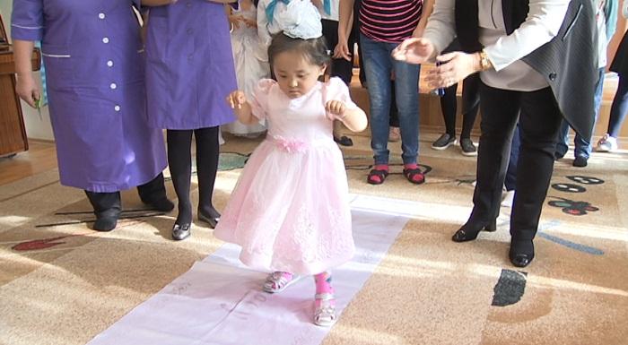Медики реабилитационного центра Алматы поставили на ноги ребенка с ДЦП