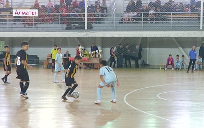 Футбольный турнир памяти Олега Печеника прошел в Алматы