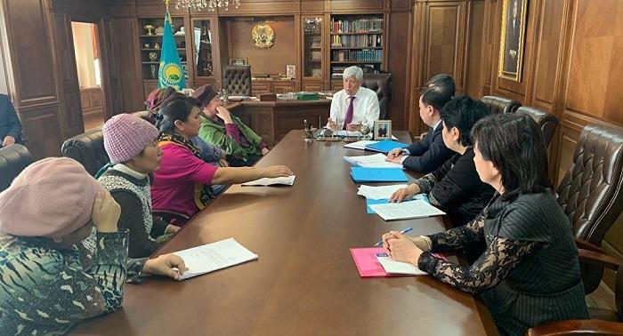 Скандал с многодетными матерями: аким Алматинской области выслушал женщин