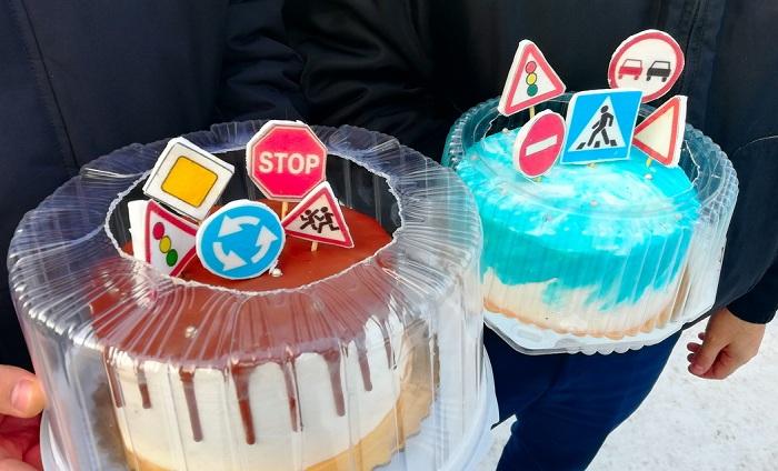 Дорожные знаки на тортах появились в Петропавловсе