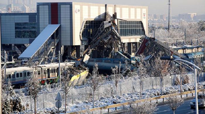 Крупная авария в Анкаре: скоростной поезд сошел с рельсов