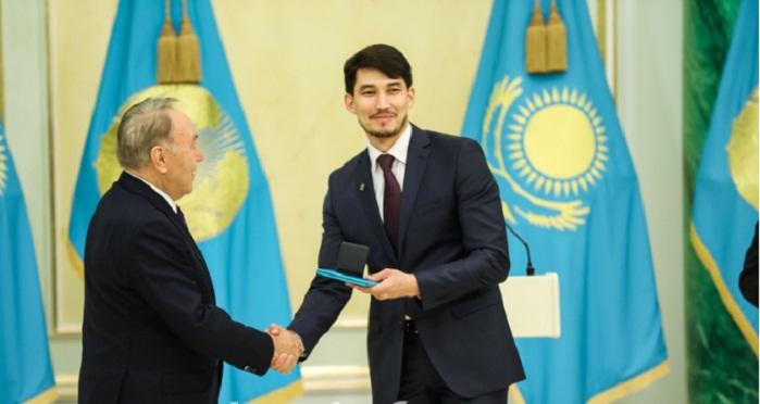 Нурсултан Назарбаев вручил госпремии в преддверии Дня Независимости