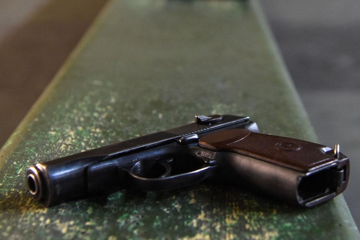 В Актобе гражданин России прострелил палец полицейского и попытался покончить собой