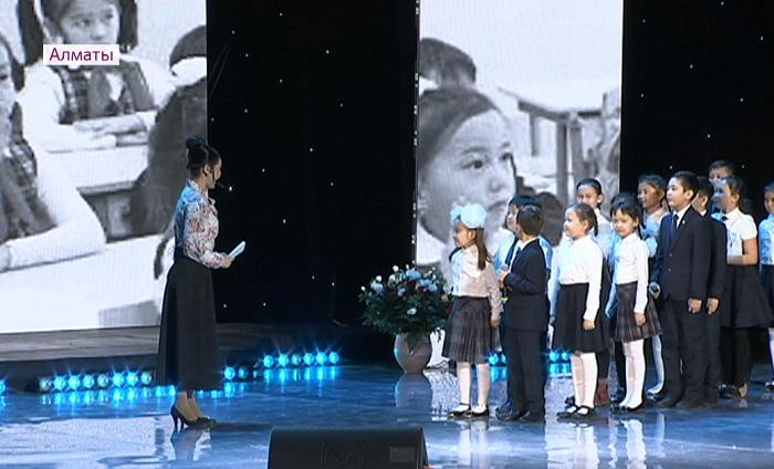 Бауыржан Байбек поздравил с юбилеем почетного педагога Аягуль Миразову