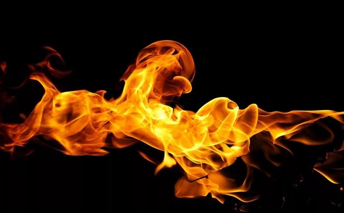 В ВКО ребенок загорелся во время игры с бензином и погиб от полученных травм