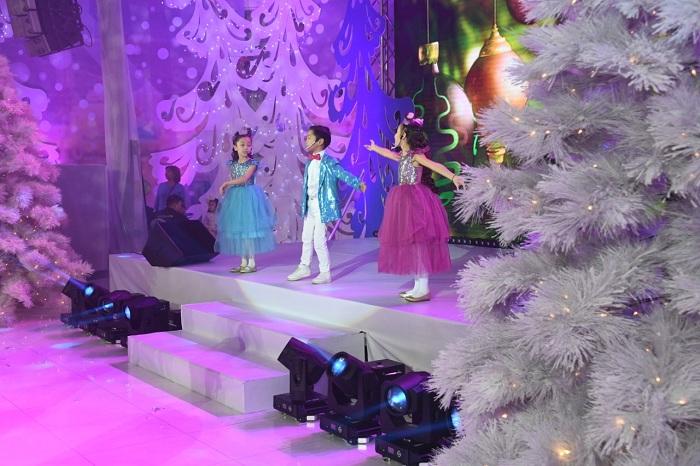 Более 200 воспитанников детдомов приняли участие в Президентской новогодней ёлке в Алматы