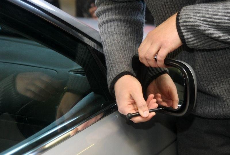 Почти 350 воров-зеркальщиков задержаны в Алматы