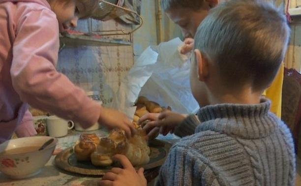 Бесплатно мед и булочки раздают нуждающимся в Костанайской области (видео)