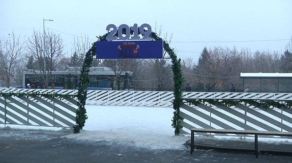 Платные катки открылись около торговых центров в Алматы
