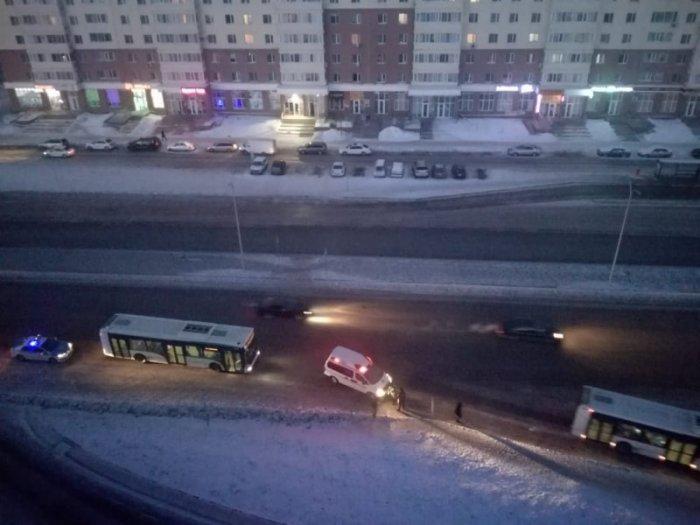Автобус сбил девушку на пешеходном переходе в Астане